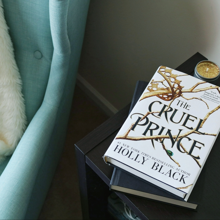 BOOK REVIEW:  The Cruel Prince (The Folk of the Air #1) by Holly Black